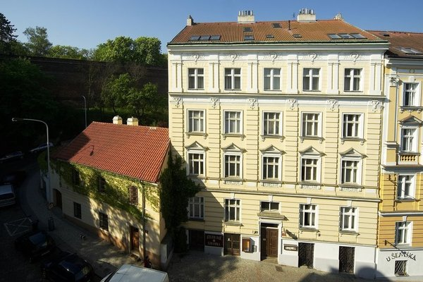 Apartments Vysehrad With Free Parking - фото 21