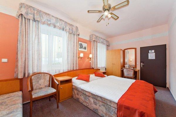 Отель Bily Lev - фото 1
