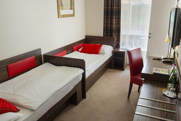 EA Hotel Crystal Palace - фото 4