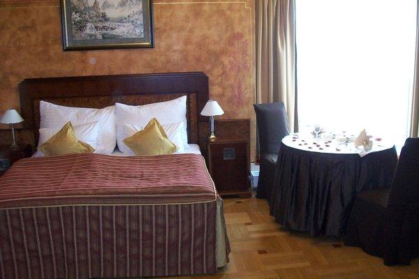 Hotel Majestic Plaza - фото 3