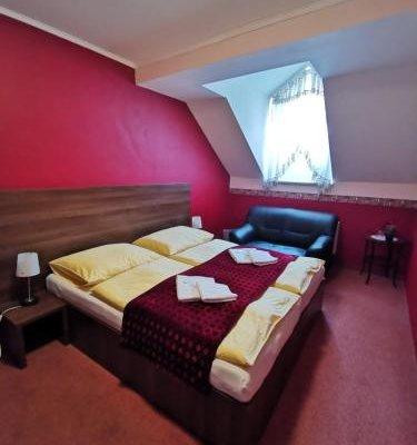 Colloseum Hotel - фото 1