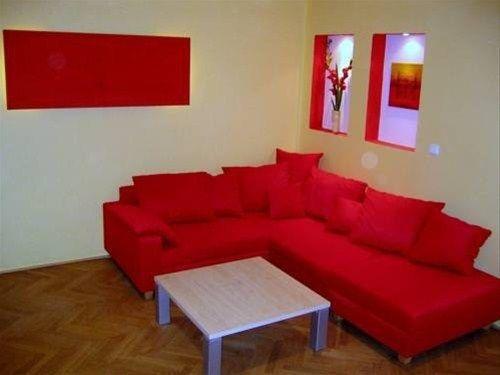 Navratilova Apartments - фото 12