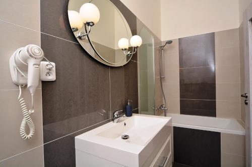 Navratilova Apartments - фото 13