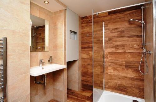 Navratilova Apartments - фото 15