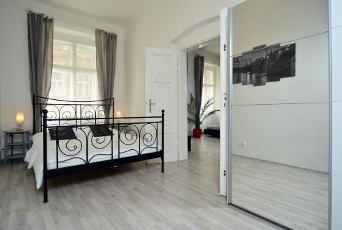 Navratilova Apartments - фото 20