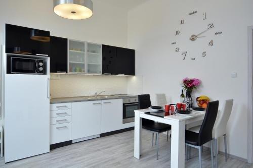 Navratilova Apartments - фото 8
