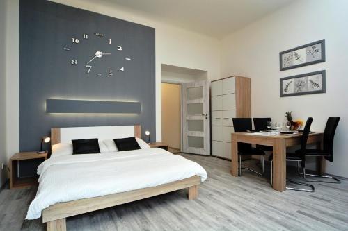 Navratilova Apartments - фото 9