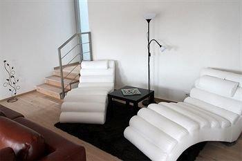 VN17 Apartments - фото 4