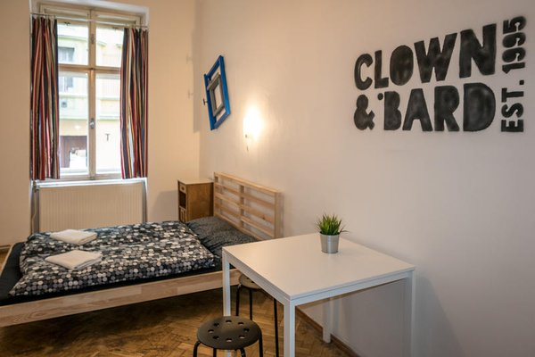 Clown and Bard Hostel - фото 1