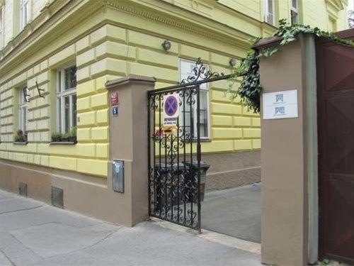 Apartment Vinohrady - фото 21