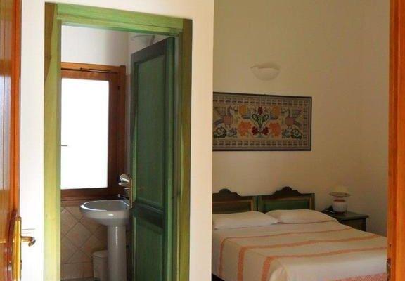 Гостиница «S.Efisio», Лотроцаи