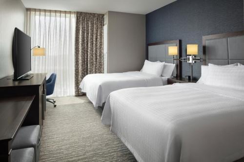 Photo of Hampton Inn & Suites Teaneck/Glenpointe