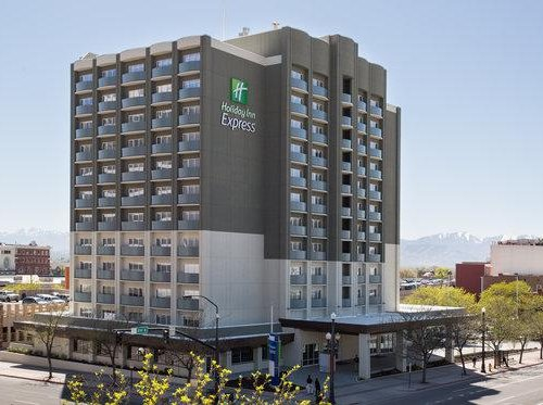 Photo of Holiday Inn Express and Suites Redding