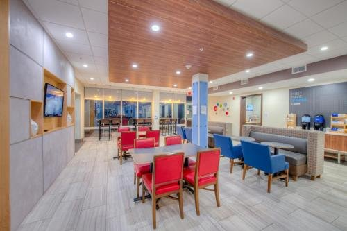 Photo of Holiday Inn Express & Suites - Remington, an IHG Hotel