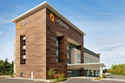 Photo of La Quinta Inn & Suites by Wyndham Burlington