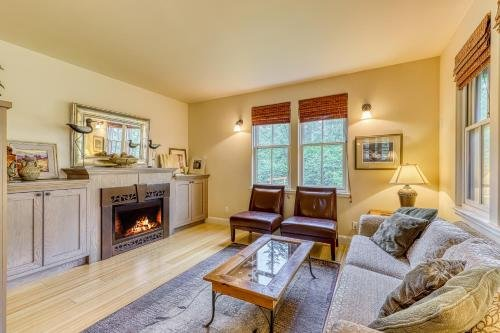 Photo of 3 Bed 3 Bath Vacation home in Eastsound