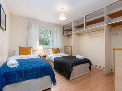 PATRICK CONNOLLY GARDENS DELUXE GUEST ROOM 3