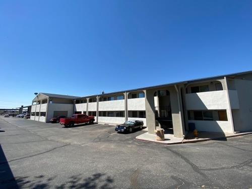 Photo of Desert Sands Inn & Suites