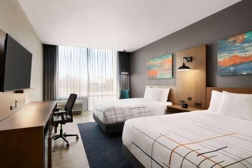 Photo of La Quinta Inn & Suites by Wyndham College Station North