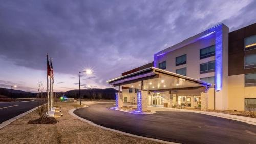 Photo of Holiday Inn Express & Suites - Marion, an IHG Hotel