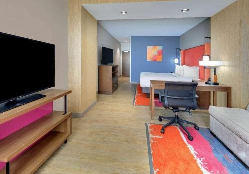 Photo of La Quinta Inn & Suites by Wyndham Lakeway