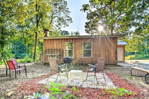 Photo of Updated Cabin with Porch, Mins to Cossatot River