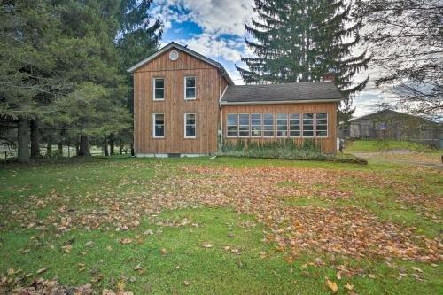 Photo of Vintage Farmhouse about 2 half Mi to Mount Pleasant Ski!