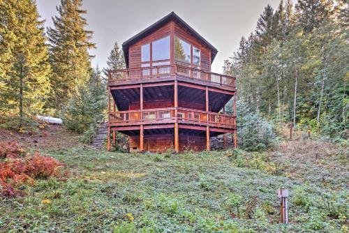 Photo of Grizzly Tower Packwood Cabin with Forest Views!