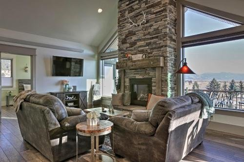 Photo of Stunning Valley Home with Furnished Deck and Mtn Views