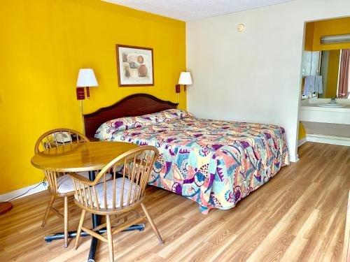 Photo of Deluxe Inn - Lumberton