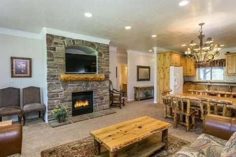 Photo of 1 Bedroom Vacation Rental on the Shores of Pineview Reservoir,LS15A
