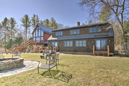 Photo of Timeless Red Sox Retreat with Scenic Mountain Views!