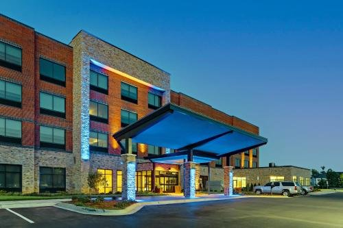 Photo of Holiday Inn Express & Suites - Winston - Salem SW - Clemmons, an IHG Hotel