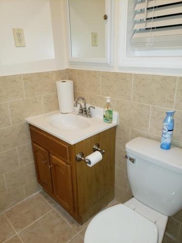 Photo of Brooklyn 3 Bedroom 1 Bathroom 8 minutes to Subway 30 minutes to Manhattan