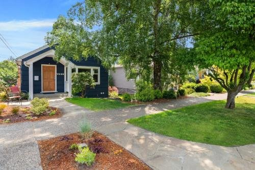 Photo of Birch Tree Cottage - 3 Bed 2 Bath Vacation home in Seattle
