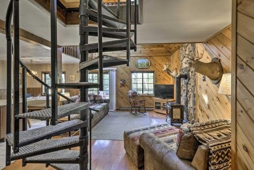 Photo of Charming Lake Placid Chalet with Deck and Forest Views