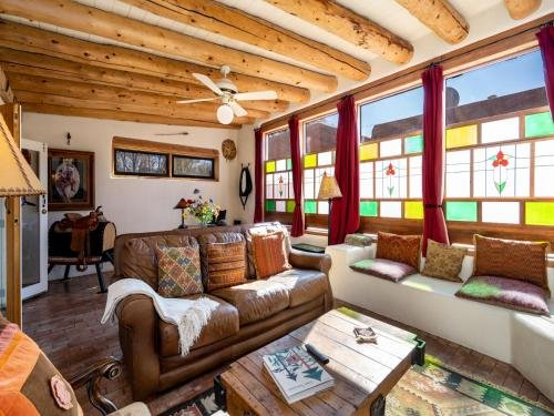 Photo of La Vida Buena, 2 Bedrooms, Sleeps 4, Fireplace, Patio, Yard, Grill