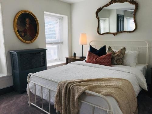 Photo of Modern Parisian Apartment in the Heart of Manayunk