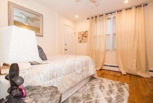 Photo of Sunny spacious 2 bed plus den,MBTA,mins to Boston
