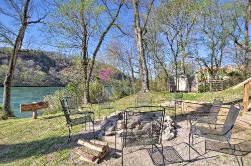 Photo of Expansive Cotter Cabin on White River with Deck