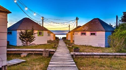 Photo of Bungalow 7 - 2BR, Waterfront