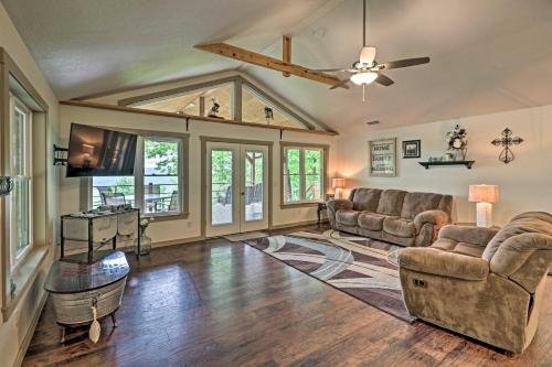 Photo of Elegant Mountain View Cabin with Large Deck!