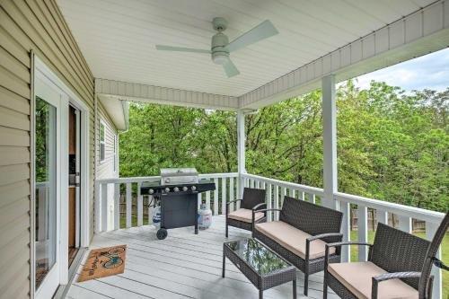 Photo of NEW Bright Bella Vista Home with Yard 4Mi to Trails