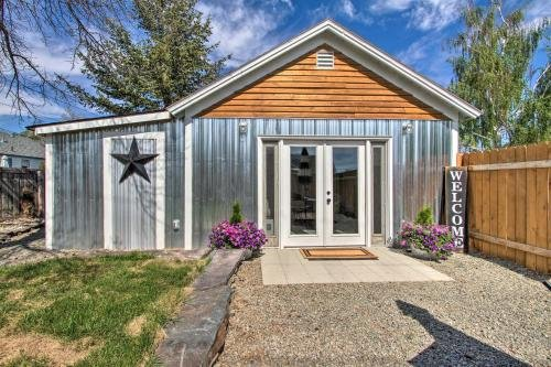 Photo of Sweet Helena Cottage, Pet Friendly and Walkable