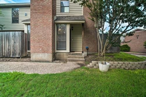 Photo of Charming Condo with Pool about 2 Mi to Texas A and M!