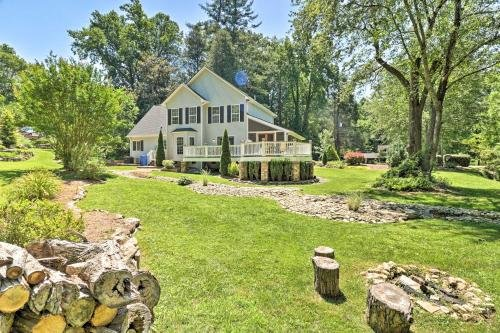 Photo of Lovely Family Home 0 7 Mi to Downtown Brevard