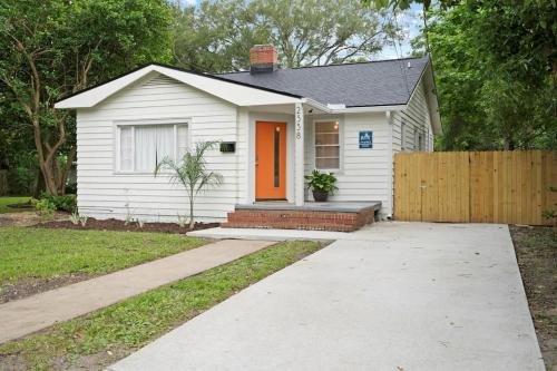 Photo of Charming San Marco Bungalow, Close to Everything