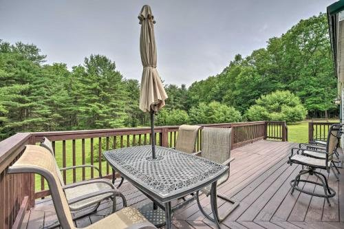 Photo of Mountain Escape Home with Deck, Fire Pit, Yard
