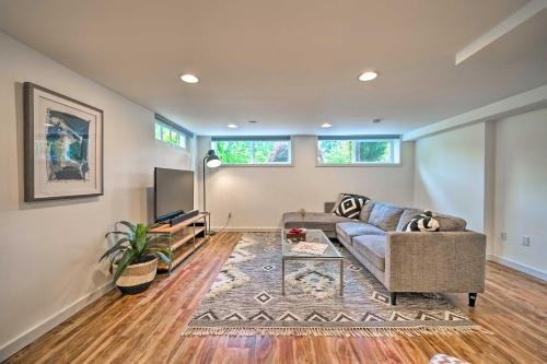 Photo of Bright and Beautiful Apt, 6 Mi to Dtwn Seattle!