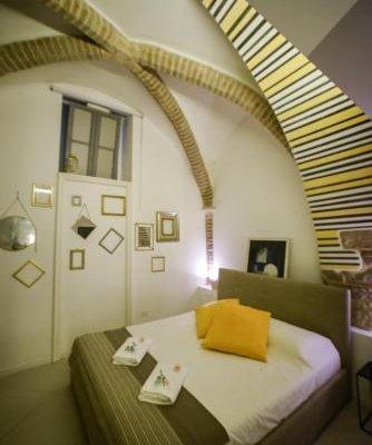 Little Italy Hostel - фото 1